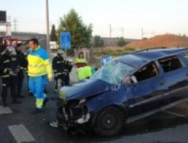 Dos jóvenes heridos al salirse de la carretera con su coche en Getafe