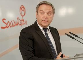 Antonio Miguel Carmona durante la rueda de prensa para desmentir cualquier pacto electoral con el PP en el ayuntamiento de Madrid.
