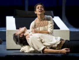 Crítica teatral.-Julieta y Romeo: Shakespeare entre andamios