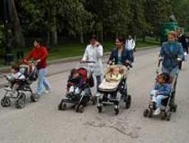 La Comunidad recibe 18.000 solicitudes de 'Cheque-bebé' en seis meses