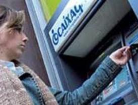 La Caixa adapta sus cajeros automáticos a personas invidentes