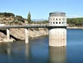 Las reservas de agua descienden un 1% en la última semana