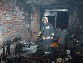 Un incendio calcina una vivienda en Parla
