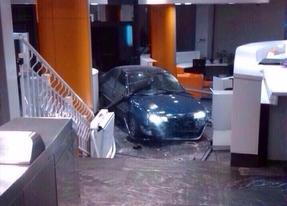 Fianza de 45.600 euros para el hombre que estrelló su coche en Génova