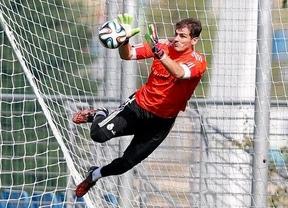 Casillas será titular en el Madrid y el Atleti llega a la Supercopa con un nuevo título