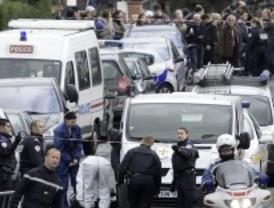 La policía mantiene cercado al asesino de Toulouse, que se ha definido como miembro de Al Qaeda