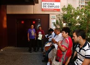 El paro nacional cae en 31 personas pero repunta en Madrid
