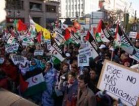 Centenares de personas piden una solución al conflicto del Sáhara