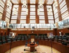 La Asamblea vive una discución 'guerracivilista' a cuenta del franquismo y de Garzón