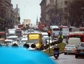 La lluvia causa retenciones en 198 kilómetros en todas las vías, 52 en la M-40
