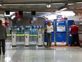 Paros en Metro y Barajas durante la visita del papa