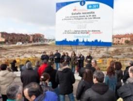 Getafe coloca dos carteles gigantes para reclamar que el metro llegue al barrio de Perales del Río