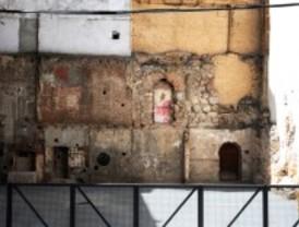 Desvelan otro trozo de muralla en la calle Escalinata