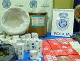 La Policía intervino 78 kg de 'coca' y detuvo a 35 personas en Barajas en octubre