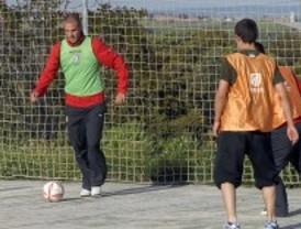 El Atlético de Madrid visita a los menores infractores de El Pinar
