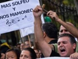 Un 'concierto' por la educación musical pública reúne a padres, alumnos y profesores contra los recortes