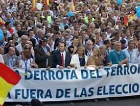Miles de personas exigen que ETA quede fuera del 22-M
