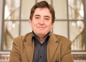 Entrevista a Luis García Montero,candidato de izquierda Unida a la Comunidad de Madrid en la Terraza de Gran Vía.