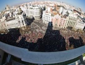 Decenas de miles de personas dicen 'no' a la reforma laboral en las calles