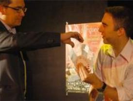 Alberto de Figueiredo sorprende con un espectáculo de magia y humor en el Arenal