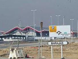IU reclama al Gobierno que rediseñe las rutas del aeropuerto
