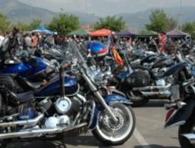 Los motores de Harley-Davison rugen por las calles de la capital