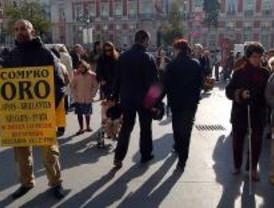 Madrid prohibirá los hombres-anuncio y los repartidores de publicidad callejeros