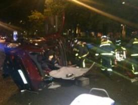 Dos heridos graves y tres leves en un accidente en la Castellana