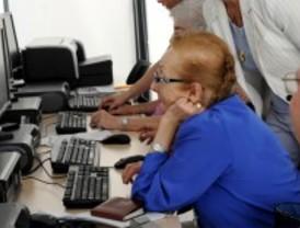 Pozuelo de Alarcón enseña a sus mayores a enviar 'e-mail'