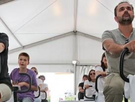 Más de dos mil personas participan en el 'Pedalón solidario' para fomentar el deporte entre los niños