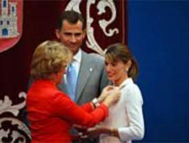 Los Príncipes reciben la Medalla de Oro que más se ha hecho esperar