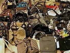 Intervienen en seis zapaterías madrileñas 40 bolsos falsos valorados en 20.000 euros