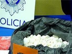 Detenido con más de 200 bolas de coca en maleta y estómago