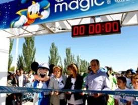 Unos 4.000 niños hacen deporte con personajes Disney en parque Juan Carlos I