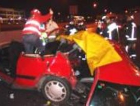 Un muerto y tres heridos al colisionar dos turismos en la A-6