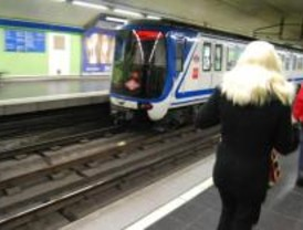 Retrasos y concentraciones de trabajadores de Metro marcan la primera jornada