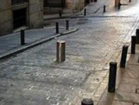 Urbanismo anula dos concursos de obras que preveían un coste de 760 euros por bolardo