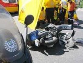 Un motorista de 24 años fallece tras colisionar con un taxi en la Cuesta de la Vega
