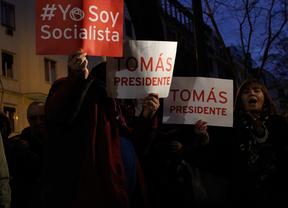 Gritos, insultos y empujones en la manifestación a favor de Tomás Gómez en la sede del PSOE