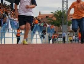 Más de un millar de escolares participan en el IV Encuentro escolar de atletismo en pista