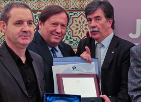 Recurra recibe un premio por su trabajo contra la violencia familiar