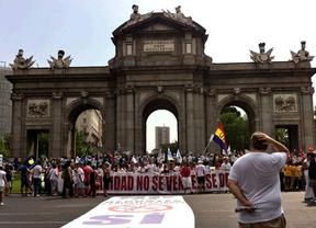 La 'marea blanca', en la Puerta de Alcalá