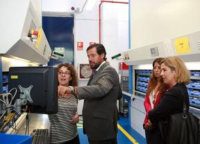 Fernández Rubio visita el grupo de ópticas Cione
