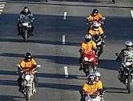 Miles de moteros ralentizan la salidas de Madrid