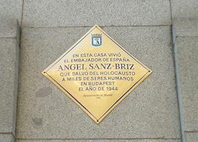 Placa en honor a Ángel Sanz Briz