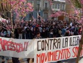 Cientos de jóvenes antifascistas se concentran en Tirso de Molina