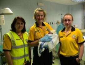 Una mujer da a luz en una ambulancia en Madrid, la tercera en 30 días