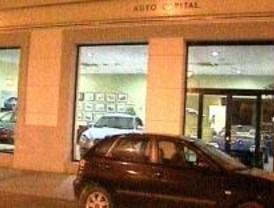 Un concesionario de coches de lujo sufre un alunizaje