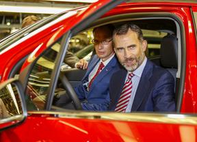 El Rey apadrina el arranque de la fabricación del Opel Mokka en Figueruelas