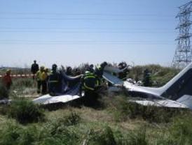 Dos muertos al estrellarse una avioneta junto a la M-40